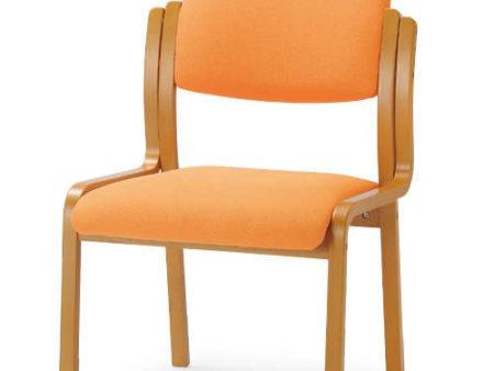 木製の介護椅子はオフィスのリフレッシュスペースでも活躍