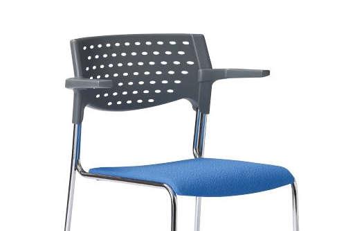 ハーフ肘を採用している会議椅子